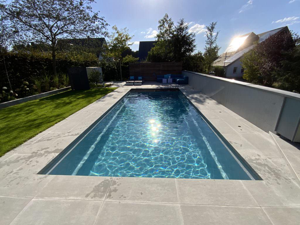 Fertiger Pool inklusive abgeschlossener Gartenarbeiten